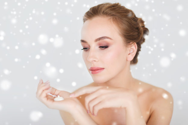 how to stop winter skin, what to do for dry itchy skin, are there any foods that help skin stay moist, how can I add more moisture to my skin, why is my skin dry in the winter