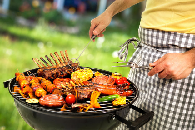 cookout, summertime cookouts, barbecue pros and cons, how to cook healthy cookout meal, preparing healthy barbacue, barbecue and indigestion